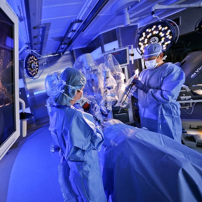 Surgeons in operating room using the da Vinci Surgical System